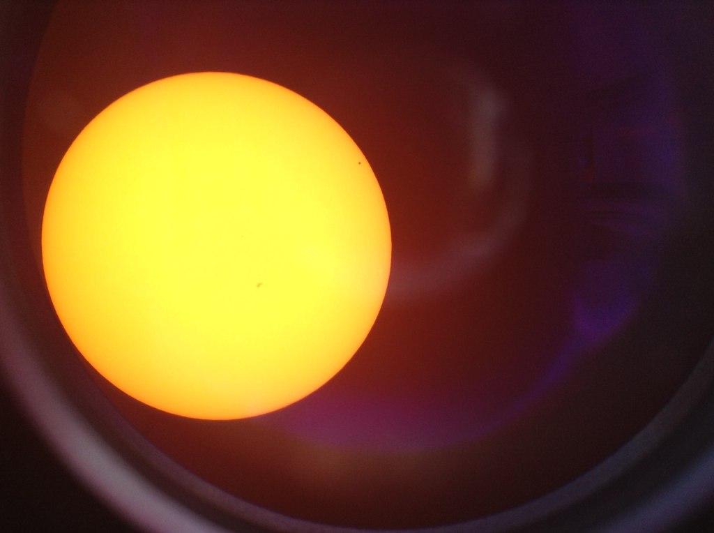 Меркурий на диске Солнца. Снято на планшет.