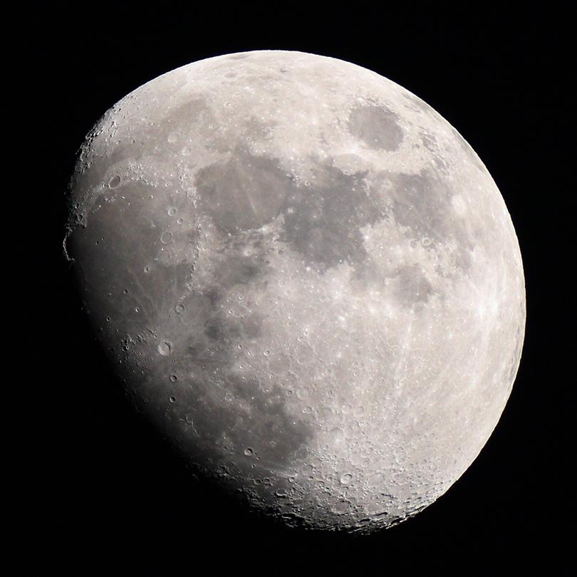 Луна через телескоп. Фото Дмитрия Фролова.